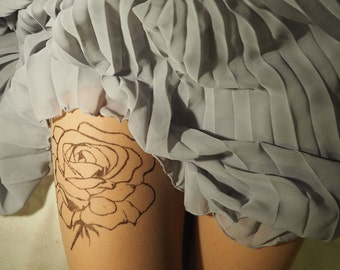 Rose patterned tights