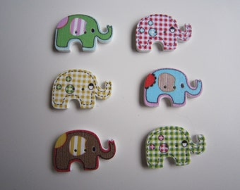 8 gingham and plain elephant wooden buttons