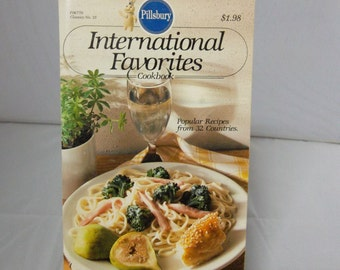 1983 Pillsbury International Favorites Cookbook Popular Recipes from 32 Countries No. 35
