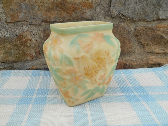 Phoenix consolidated art glass vase pastel yellow by for Phoenix glass decorating co