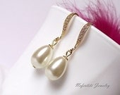 Teardrop pearl wedding earrings, gold bridal earrings, bridesmaid earrings, white ivory pearl earrings, gold wedding earings,bridal jewelry
