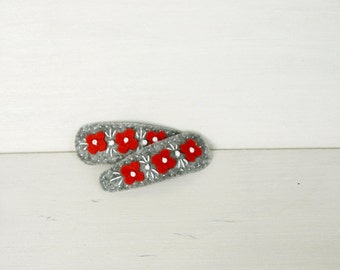 Felt hair clip - grey hairclip - red flowers