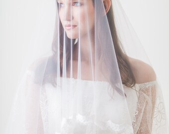 2 tier cathedral veil, Drop veil with lace, Ivory Veil, Lace veil fingertip, Lace edge veil, Wedding Veil, Bridal Veil, Blusher Veil