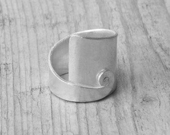 Sterling Silver Wide Band Twist Ring, Unisex Minimalist Statement Ring, Modern Boho Mens Ring, Unique Handmade Big Ring, Spiral Jewelry