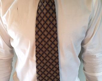 Vintage mens floral print necktie. Retro mens necktie. Vintage tie.