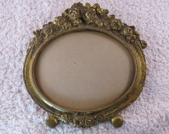 PROMOTION: Stunning antique oval brass picture frame, standing , floral pattern, solid brass