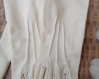 1950's cream/ivory gloves