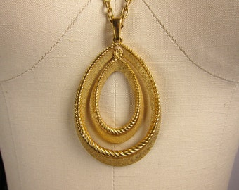 Vintage 1970s Gold Tone Necklace with Pendant by Trifari