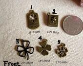 5 Vorlagen basteln Zubehör/Vintage lucky vierblättriges Kleeblatt/lucky Blume/lucky Bücher/kleine Anhänger---Menge bronze und Stil freie Wahl