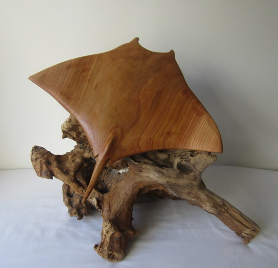 Hand carved wood sculpture of a manta ray mounted on driftwood - Video de sculpture sur bois ...