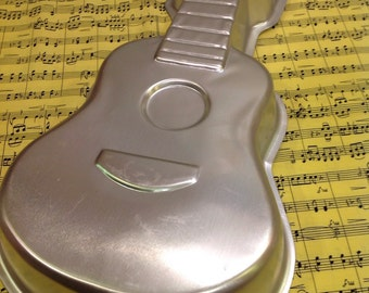 1977 Wilton Guitar Baking Pan