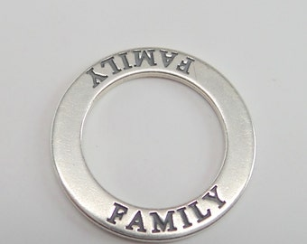 """solid 925 sterling silver affirmation circle charm pendant. """"FAMILY"""". Shiny silver. 22 mm. Wholesale. CP17"""