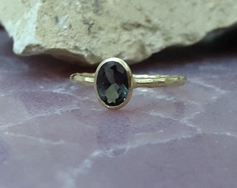 SALE! Green tourmaline ring, gold ring,oval hammered ring, gemstone ring, engagement ring, wedding gift