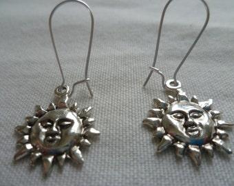 Silver sun earrings,sun dropper earrings,sun jewelry,planet jewelry,wiccan jewelry,pagan,small sun earrings,simple jewelry
