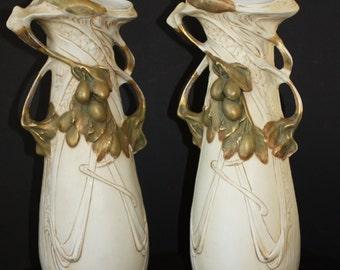 Paire de vases en porcelaine Royal Dux (Tchécoslovaquie)