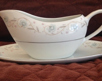 English Garden Fine China Gravy Boat with Stand - Japan