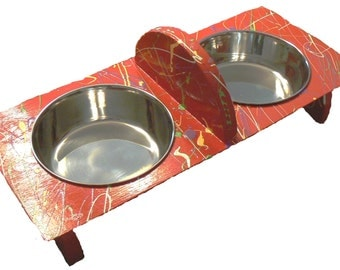Ergonomic Pet Feeder, A healthy and stylish feeder for small dogs and cats, with bowl divider.