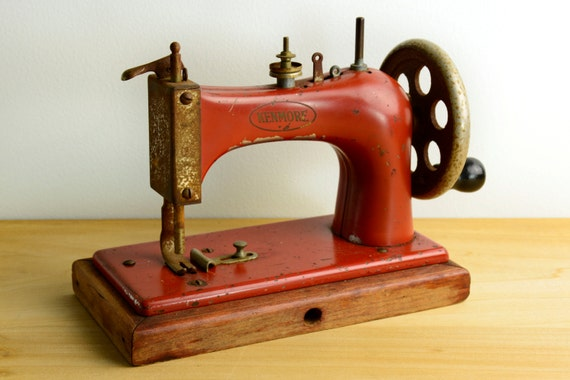 Vintage kenmore red toy sewing machine national sewing for Best home decor sewing machine