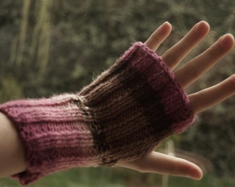 Knitted fingerless gloves by Özlem
