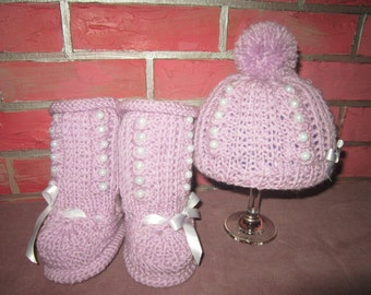 Hand knitted booties and hat for baby/Gift for baby hand knitted cap and booties/Knitted booties and cap for baby girls