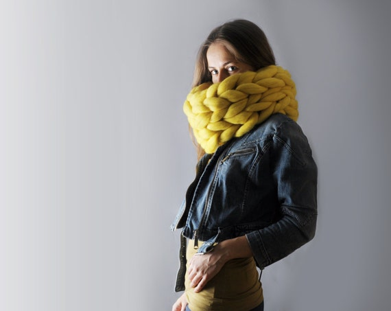 Super chunky infinity scarf. Chunky scarf. Infinite scarf. Big yarn scarf. Merino wool