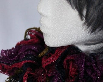 Twirlly Ruffled Scarves (2 of 2)