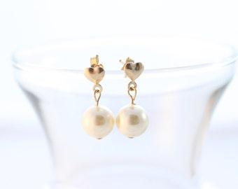 Genuine Swarovski Pearl Earring/Heart Pearl earring/Pearl heart post earring/ Wedding gift/ Bridesmaids gift/wedding jewelry/wedding earring