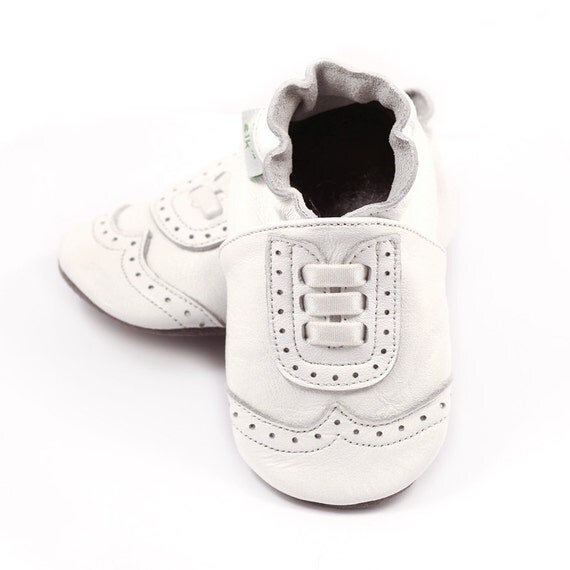 Wingtip leather baby shoes white boy or girl baptism shoes