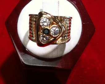 14k Yellow Gold Beautiful Toe Ring. 3Czs &1 Black Cz,3.5gms