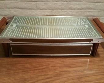 """Mid-century """"Cosmopolitan"""" Salton Hotray Automatic Food Warmer model H-134"""