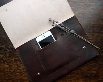 Brun cuir pochette iPad / tablette cas. Téléphone / stylo de poche. Femme/homme.  Variations de couleur disponibles. La main au Royaume-Uni