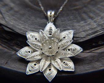 Filigree Pendant 925 Sterling Silver Flower Necklace Handcrafted Beautifully Detailed Gorgeous!