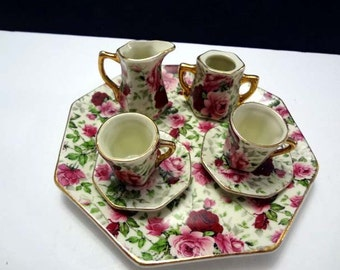 Beautiful minature tea set