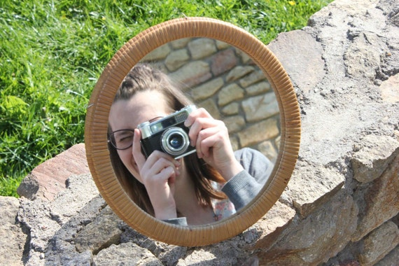 Petit miroir rond en rotin for Petit miroir rond