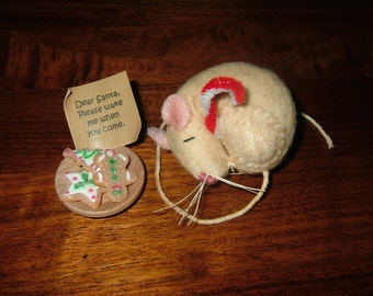PRIMITIVE SLEEPING MOUSE~Waiting For Santa!~Too Cute!