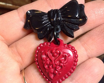 Vintage Inspired Sweetheart Brooch - Novelty Pin 40s 50s - Rockabilly Pin Up - Heart Bow