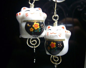 Flowers Bib id1310598, beckoning cat, maneki neko, cat, earrings, wire work, wire wrapped, jewelry, lucky, charm, kitten