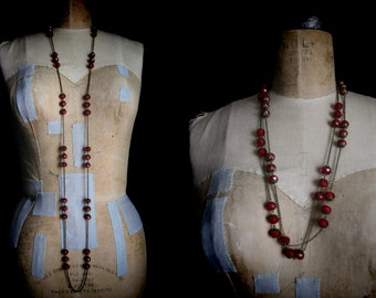 WILD STRAWBERRY CHAIN necklace brass and glass flapper
