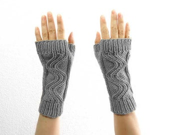 Cable Fingerless Mitts. Hand Knit. Merino Wool. Soft Gray. Spring / Fall / Winter / Hipster Fashion. Handmade in France