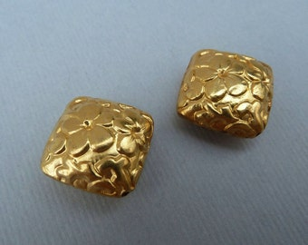 Vermeil Beads, Diamond Shaped Beads, Bali Vermeil, Gold Vermeil Flower, Floral Design, Flower Stamped Beads, Gold Plated Beads, One Pair