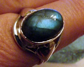 Amazing Labradorite Ring -Size 7.5 - Intuition enhancer -Reiki -Meditation Aid - sterling silver vintage style setting