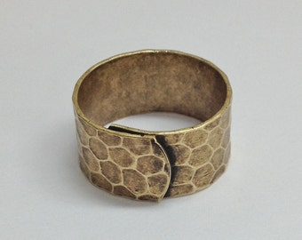 Wide Ring Blanks - 4 Antiqued Brass Ox (oxidized) HAMMERED Wide Band Adjustable Ring Blanks