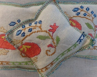 Lavender Sachet Bundle, Made of Vintage Linen Fabric