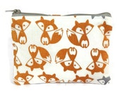 Doppelgänger Fox Zipper Pouch / Camera Bag in Simple Foxes Print