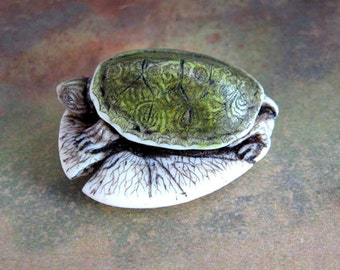 Turtle resin scrimshaw technique pin/pendant Moosup Valley Designs