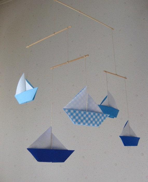 5 grand mobile en origami bateaux voiles bleu shased pli. Black Bedroom Furniture Sets. Home Design Ideas
