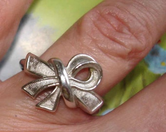 vintage AVON silver bow ring