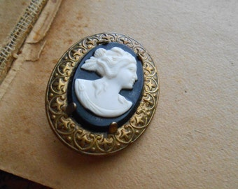 black and white cameo brooch elegant classic vintage jewelry c clasp on back brass brooch