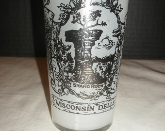 Vintage Wisconsin Dells Frosted Souvenir Kitchen Water Glass   (Court)