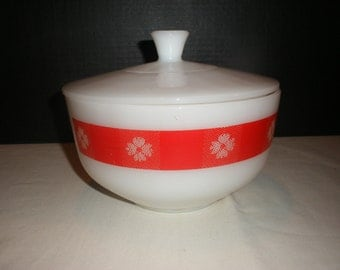 """Vintage 8"""" Federal Glass Gingham White and Red Mixing Bowl With Lid"""